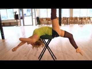 Tiffany Knoblach, contortionist