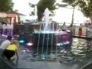 Цветной фонтан перед MABI вечером (Анапа).