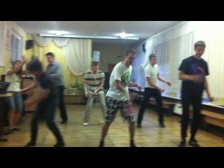 Как мальчики танцевали современный..