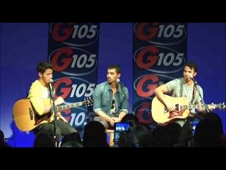 """Nick Jonas explains the """"Naked Jonas"""