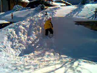 Зимонька-зима в березні