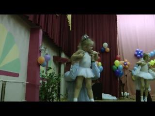 Танец дочек и пап в детском саду мой муж и дочурка Маруся ей 2 года и 7 месяцев