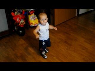 Маленький Адыг танцует Лезгинку