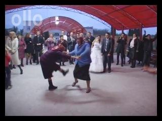Бабушки ах как танцуют на свадьбе муа...