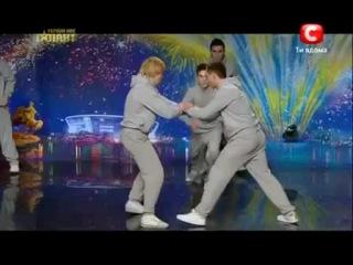 Вот так парни надо танцевать,а не курить в подворотни