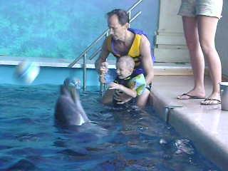 Лечение Алёши в Одесском дельфинарии '' Немо ''_24.08.2009 (2 часть)