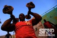 Из чего сделаны эти гантели - даже страшно представить.  Но тяжелоатлетам Судана не привыкать.