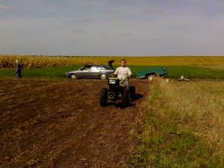 Трактор в полі дир дир дир диррр......
