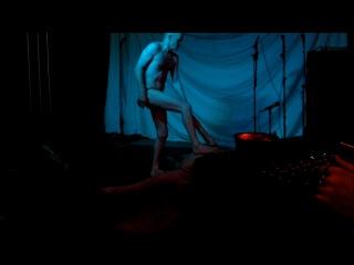 Изнасилование и убийство заложницы в мюзикле по фильму Прирожденные убийцы. Акт 1, сцена 3
