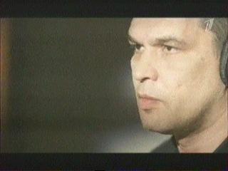 Кино - Атаман. Изначально эту песню Виктор спел один, подыгрывая на своей гитаре. Всё, что осталось - запись. В планах было сделать студийную версию, но... Не получилось. Попал в аварию 14 августа 2012 года (день его смерти, в нашем народе этот день назван День Виктора Цоя), по инициативе Александра, сына Виктора, был собран весь тогдашний состав группы. Сделано вот это видео и запись песни под вокал Виктора с кассеты...