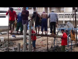 Как забивают сваи в Таиланде.
