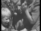 Советский народ празднует День Победы 9 мая 1945 года.