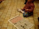 Малыш разгадывает кроссворд