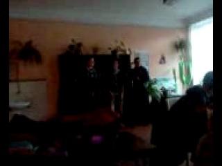 урок художньої культури.....Ціцюра Юрій,Осецький Микола і Цимбровський Олександр співають пісню