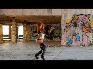 Девушка обалденно танцует GO GO Dance