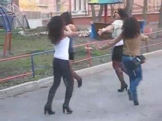 Лезгинка!!! Девчёнки чётко танцуют