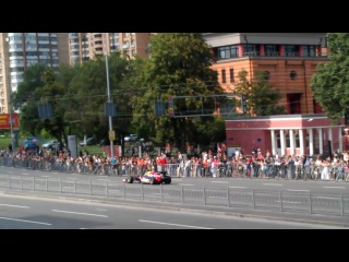 270 км/час и 2.5 сек до 100 от болида F1 в Киеве :) (19.05.12)