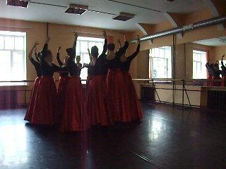 Девичий осетинский танец(2 семестр)