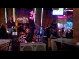 Живая музыка в Тайландском кабаке.