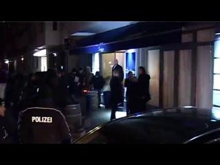 Бранджелина покидает ресторан «Zosimo» после премьеры фильма «В краю крови и меда» на 62-м международном Берлинском кинофестивале