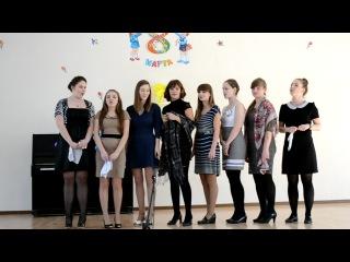 Стоят девчонки, стоят в сторонке...