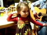маленькая девочка хорошо поет кантри