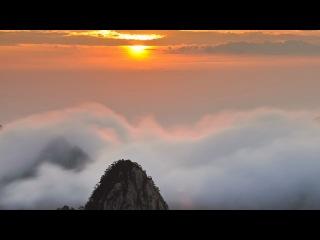 Рассвет над морем облаков