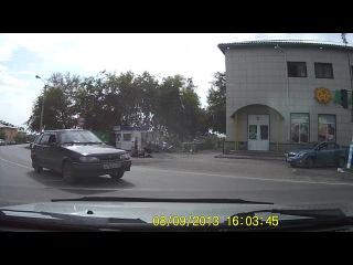 Долбаеб на 14-ке Н 765 ХТ Белово район остановки СТАДИОН проезд на красный свет