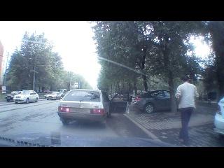 Малолетний отморозок лютует на дороге.