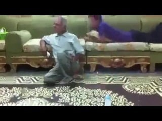 Molestando al abuelo