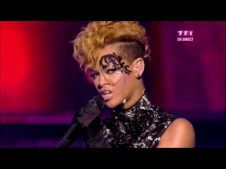 Rihanna - «Russian Roulette» (Live @ NRJ Music Awards 2010)