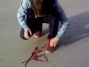 пидора заставили снимать шнурки:D