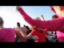Выпускники из Санкт-Петербурга устроили танцы на воде.