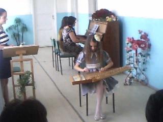 Анжела играет на каноне3