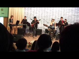 Айшат Темербекова на сцене музколледжа им. Биржана-сал