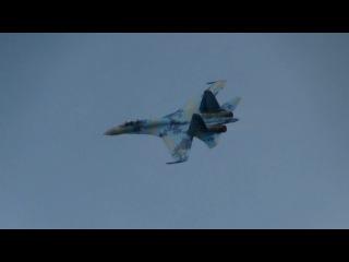 Пилотаж Су-27,ВВС Украины. с 2:35 по 3:10 нечто невообразимое.