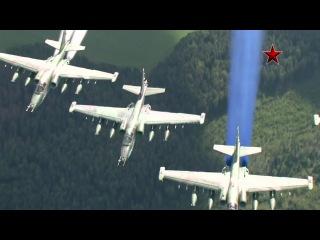Полёт самолётов Су-25 с дымами. Воздушные съемки