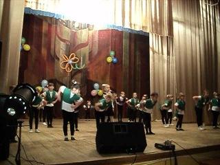 Настя в танце (в первом ряду вторая слева)