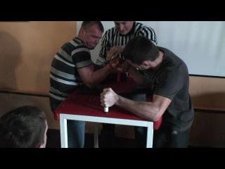 Соревнования между стритворкаутерами и гиревиками по армрестлингу