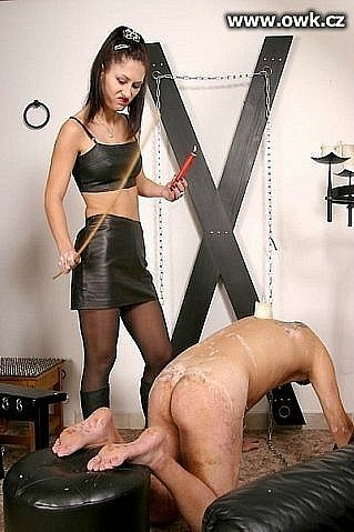 женой ввиду госпожа в гневе на своего раба наказывает его за непослушание она знала