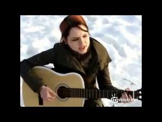 Девушка класно поёт под гитару.Песня Враг-