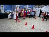 Новогоднее представление у 2 классов. Игра Прокатись на метле (27.12.2012 г.)
