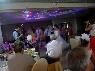 Свадебный танец!!!!! Отличный вид, отличный звук!!! Видны все косяки)))