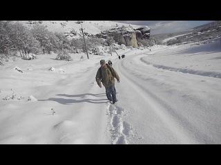 Путь по заснеженной тропе на Эске-Кермен.