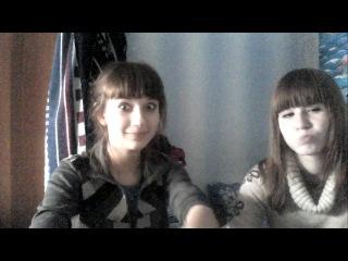 Две самые натуральные идиотки))