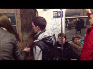 Девки бычат в метро и получают по заслугам
