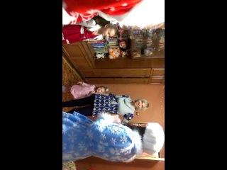 Наши рабочие будни Деда Мороза и Снегурочки. 30.12.2013г. в гостях у Вики и Полины