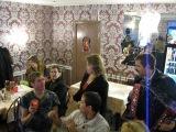 Гости из Москвы выступают с музыкальным номером на дне рождении Игоря Шипкова.