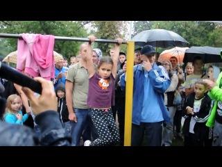 Шестилетняя девочка Марина подтягивается 26 раз. Кременчуг 31.08.13