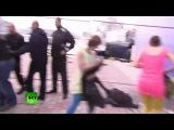 Казаки нагайками разгоняют провакаторов Пусси райт в Сочи!